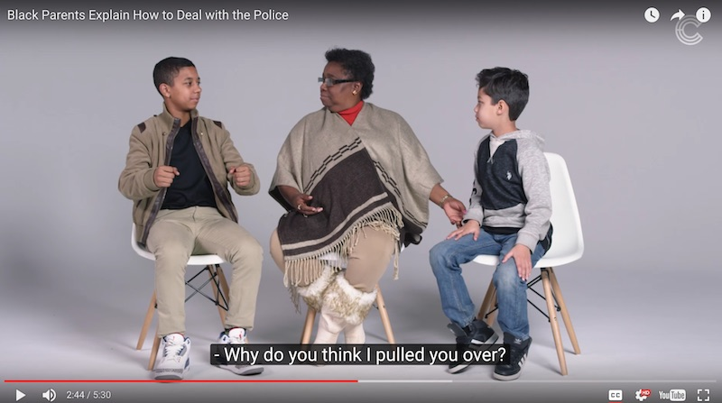 É meio complicado explicar o vídeo que você pode ver logo abaixo. É só apertar o play e você vai entender o quão grande é o problema que as comunidades negras americanas tem com a polícia.
