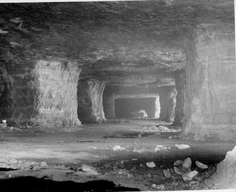 Eu pedalo para o trabalho praticamente todos os dias do ano. Mas nada que eu veja pode ser comparado com o que eu acabei de ver no Youtube pelas cavernas do que é conhecido como Springfield Underground.